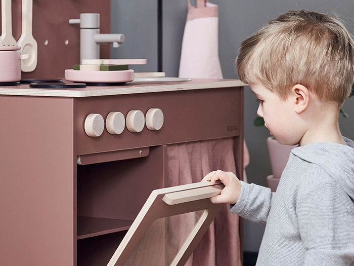 play stove with toddler child