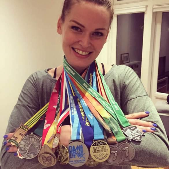 12 medailles