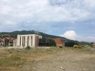 Das Geheimdienstgebäude ist das teilweise verdeckte orange