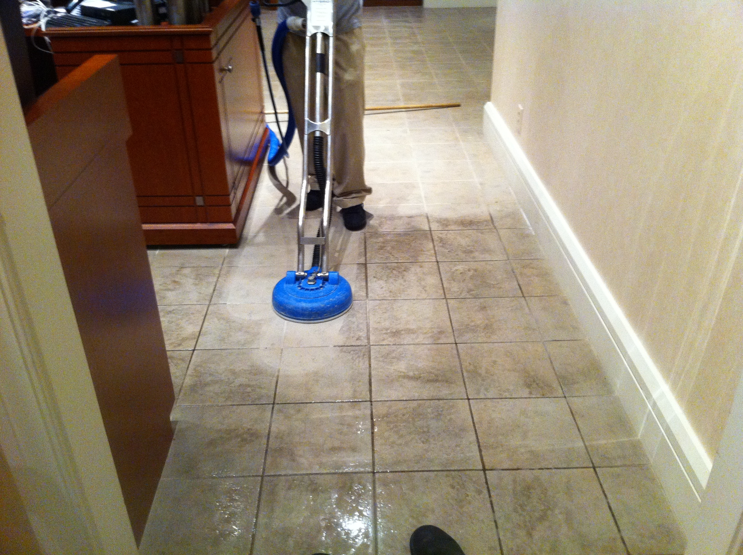cleaning tile in palm beach gardens