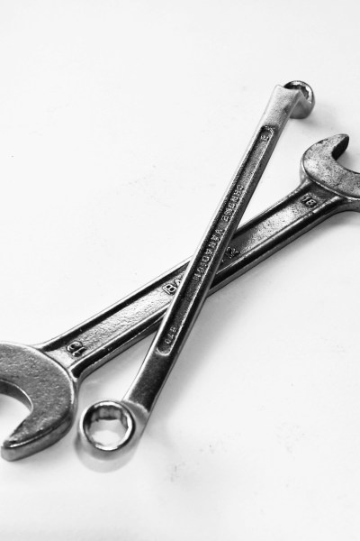 picture of two open end wrenches