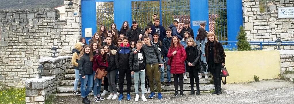 Η θεατρική ομάδα και η εθελοντική ομάδα του σχολείου μας στα Ιωάννινα