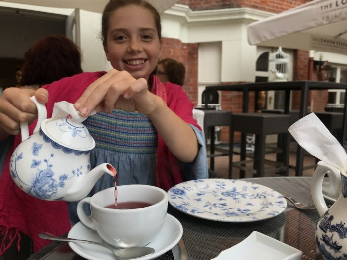 London tea with kids