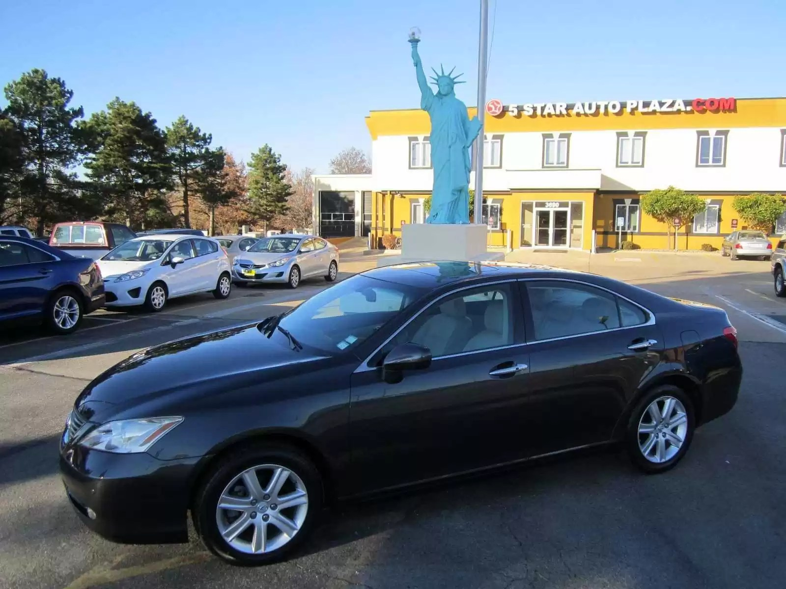St Charles Pre Owned Lexus Cars for Sale