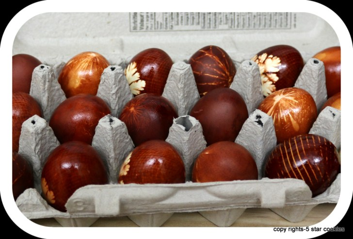 Happy Easter from the best food blog 5starcookies - Enjoy your homemade dyed eggs