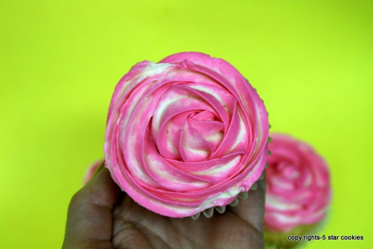 vanilla cupcake and frosting from the best food blog 5starcookies and your cookie