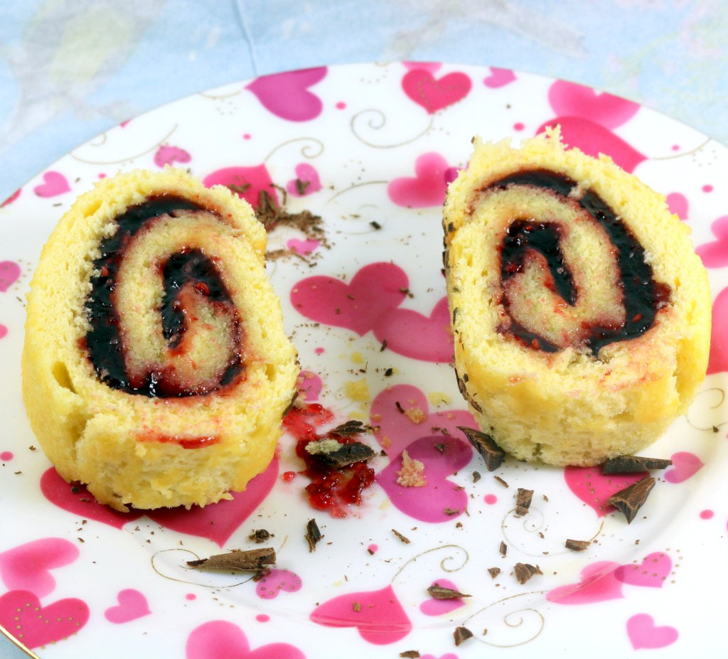 Raspberry Roll Cake from the best food blog 5starcookies - enjoy and share