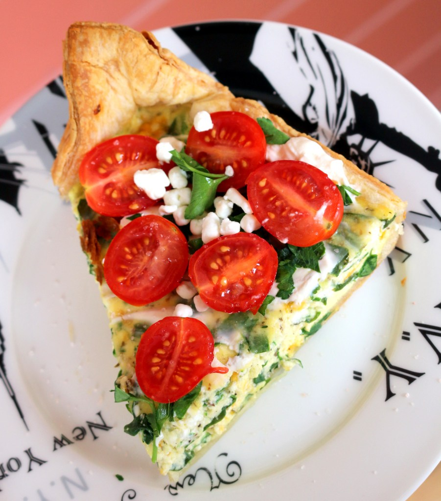 Ricotta and Spinach Quiche from the best food blog 5starcookies - Top with sour cream, tomatoes,more minced Italian parsley