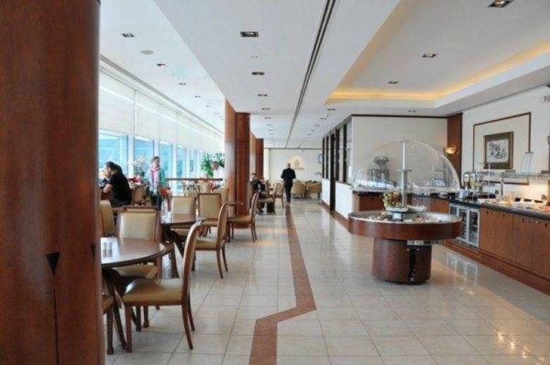 Emirates Lounge Heathrow