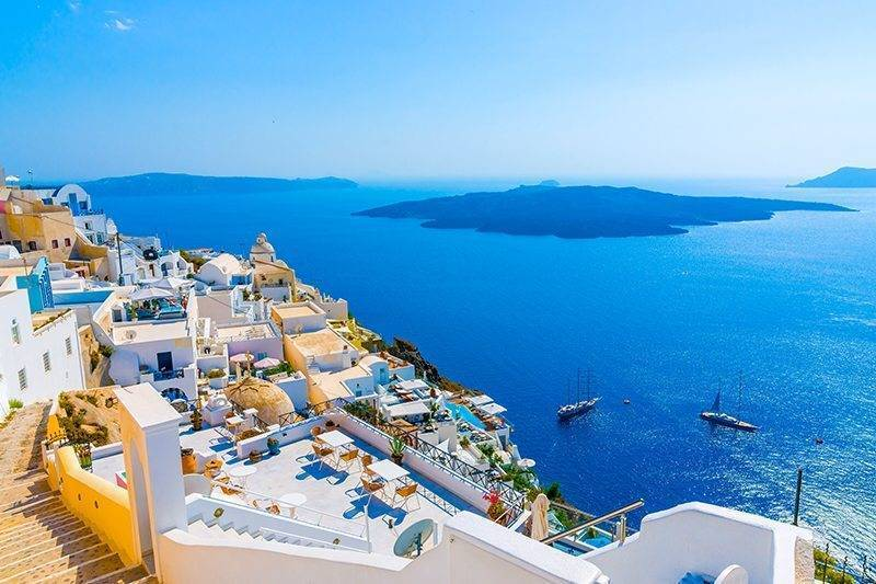 4-of-the-most-beautiful-Greek-Islands-to-visit-on-your-honeymoon-Mykonos-1-2