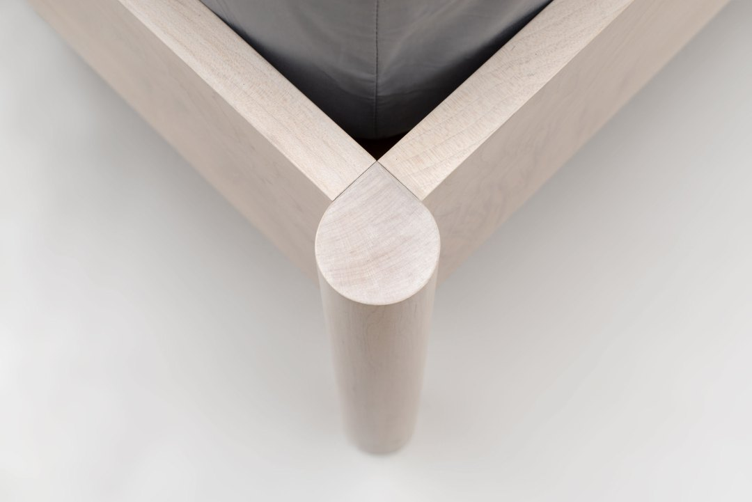 Delupo_Scott-Jarvie_Lion_Bed_corner-detail