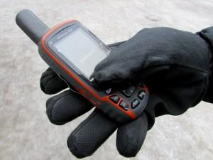 Kuva 5 - GPSMAP 62 laitteen käyttö onnistuu helposti paksutkin hanskat kädessä.