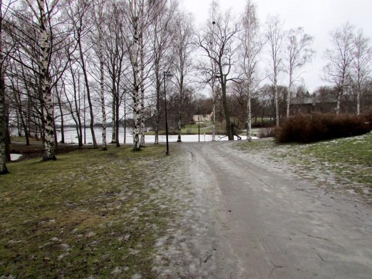 Kuva 2 - Riippuen kätkön sijoituspaikasta voisi tällaisen kävelytien reunalle piilotetun kätkön terrain olla 1 tai 1.5