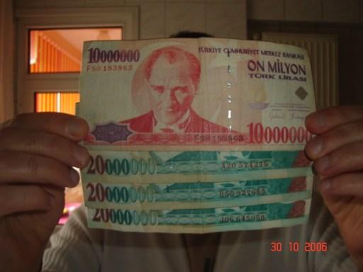 serdarpakirel_70_milyon_bizi_izliyo