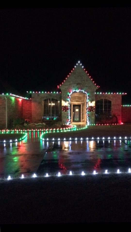 Christmas Lights 15094440 1455695851107547 111425999330755015 n