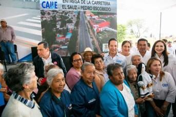 Francisco Domínguez entregó la carretera El Sauz-Pedro Escobedo