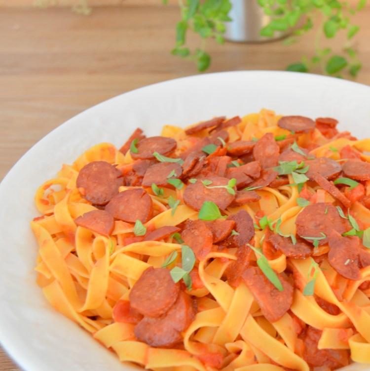 Pasta med tomatsauce og chorizo | 6pm.dk
