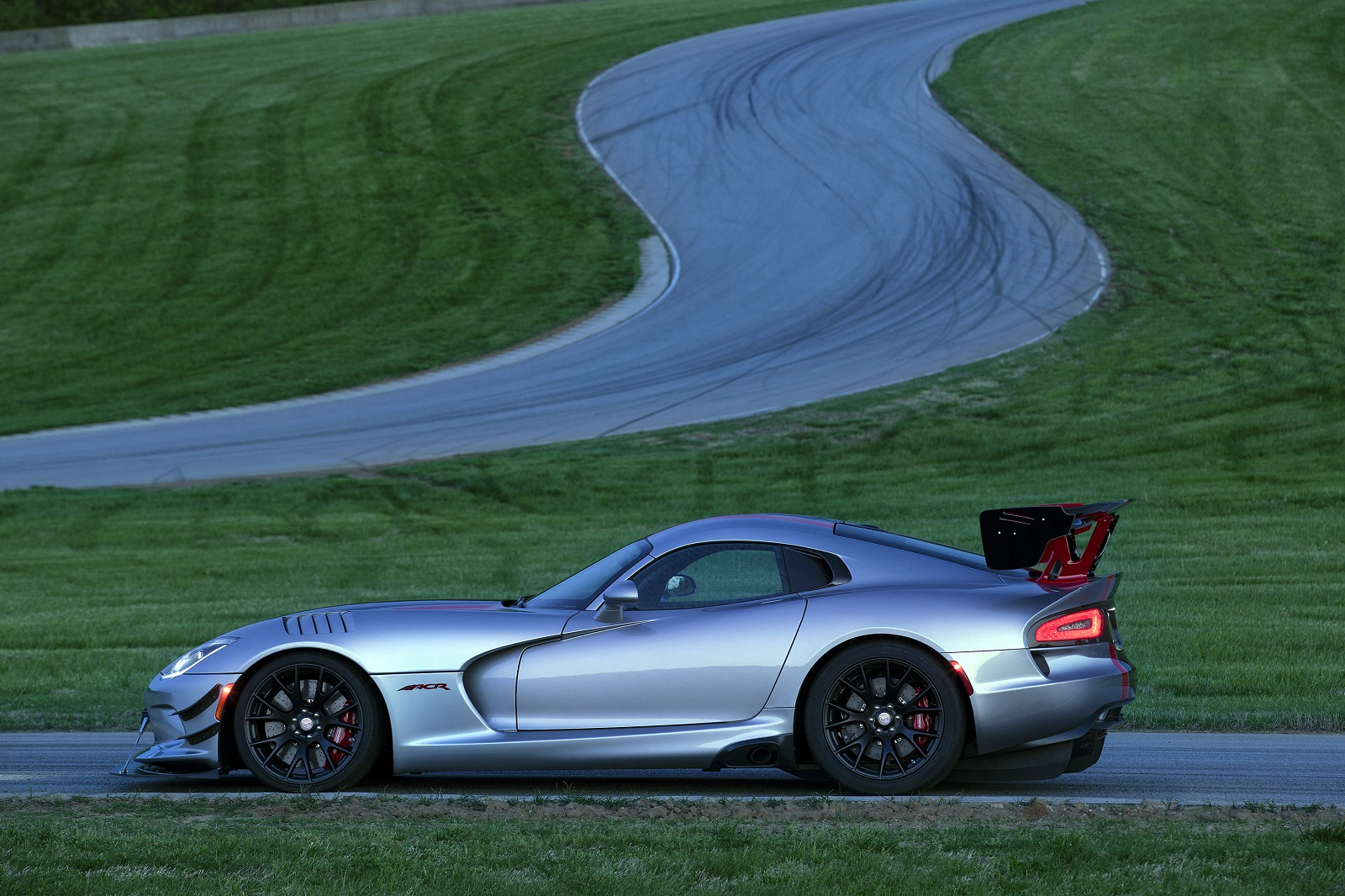 2016 Dodge Viper ACR is Ready to Strike - 6SpeedOnline