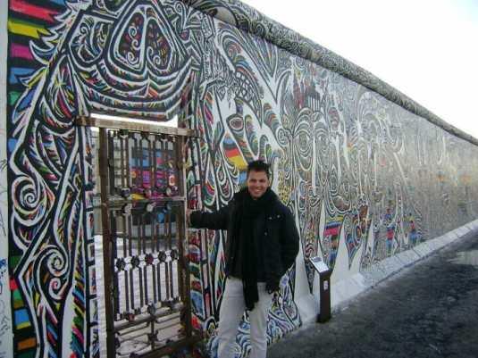 No muro de Berlim.