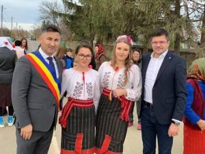 Paul Mursa, primarul comunei Plugari și Costel Alexe
