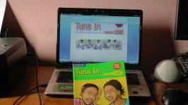 tune_in_book_pavillon_blanc