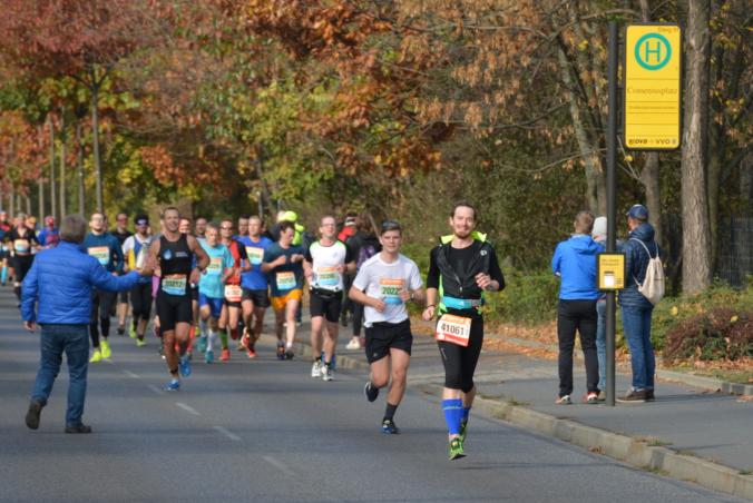 Die Halbmarathonläufer im Nacken - Kilometer 17