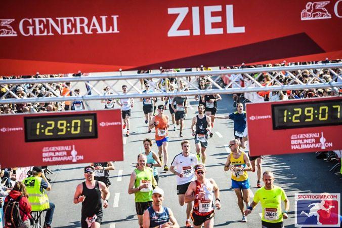 1:28:08 lautet die offizielle Zeit für mich - Berliner Halbmarathon 2019