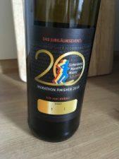 Eine tolle Idee - Jeder Marathon-Finisher erhielt eine Flasche Riesling mit Jubiläums-Etikett