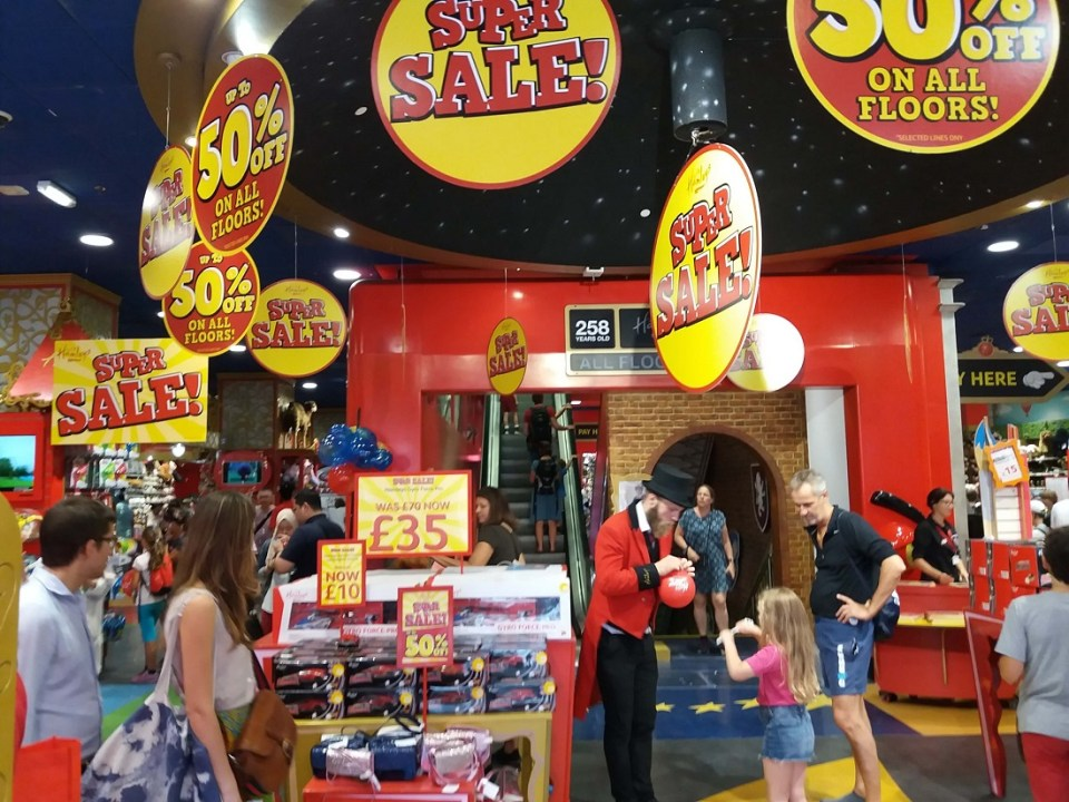 Hamleys London entrance