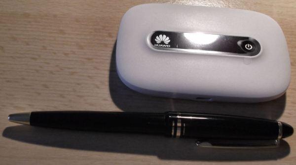Huawei Mobile WiFi E5331 size comparison