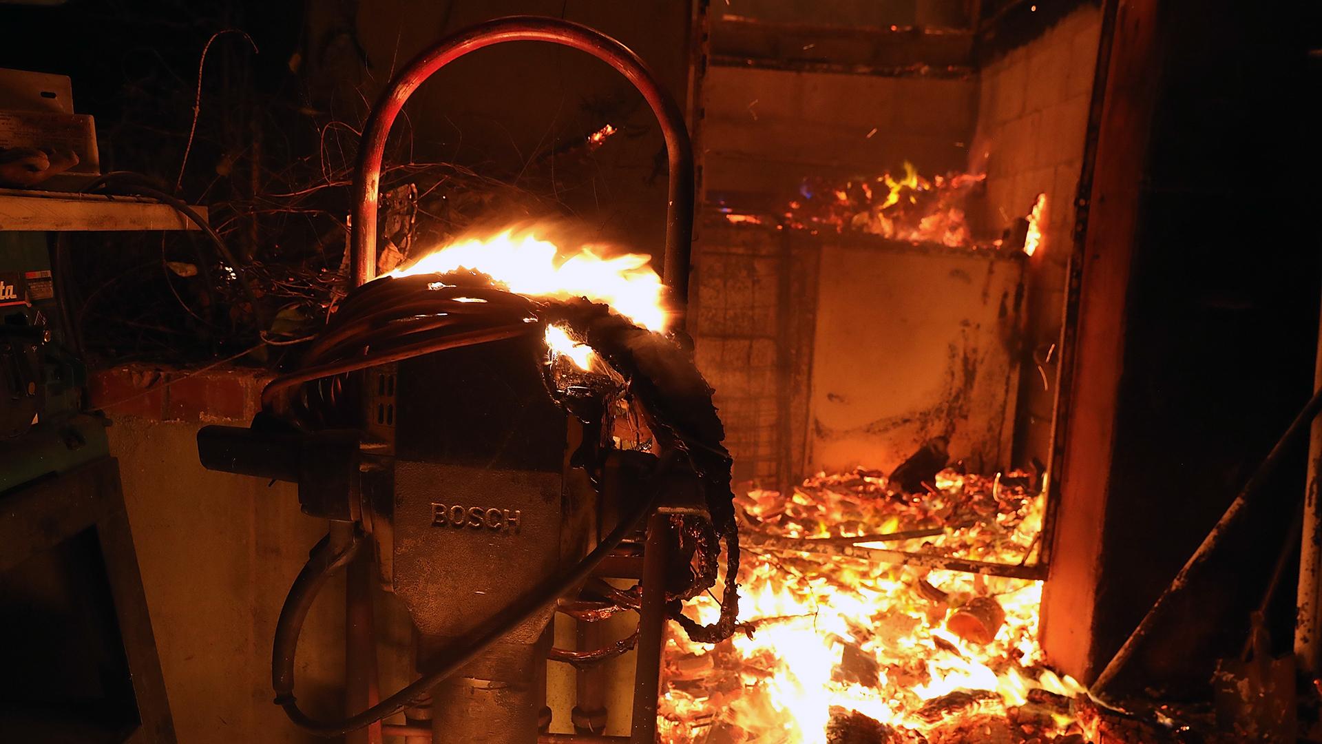 Thomas Fire in California Dec 7 home in flames-159532.jpg19725731