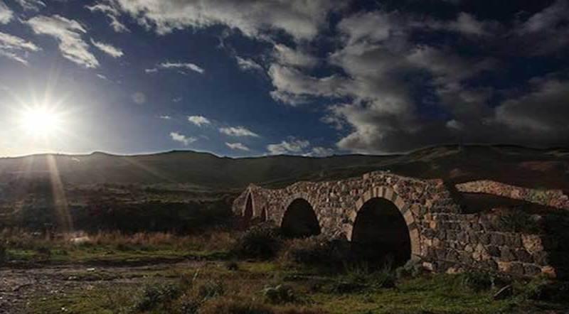 La sacralità dell'acqua e il sacrilegio dei  ponti