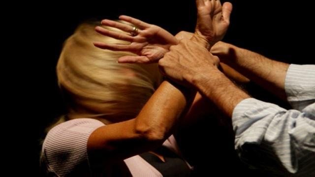 CATANIA: Picchia la convivente e lei scappa dai genitori, arrestato