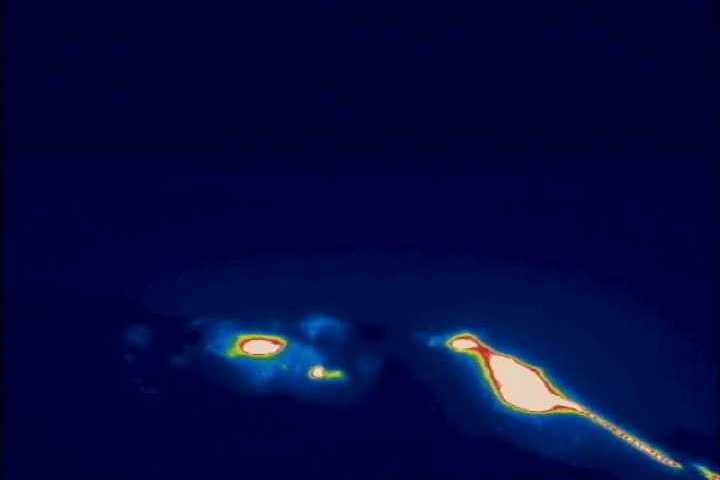 STROMBOLI: flusso di lava nel cratere