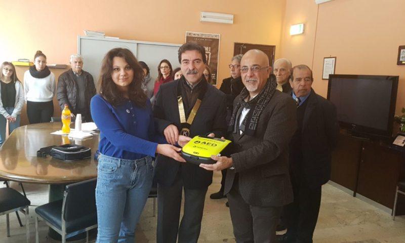 PATERNO': Il Kiwanis di Paternò dona un defibrillatore all'Istituto Comprensivo Don Milani – LE FOTO