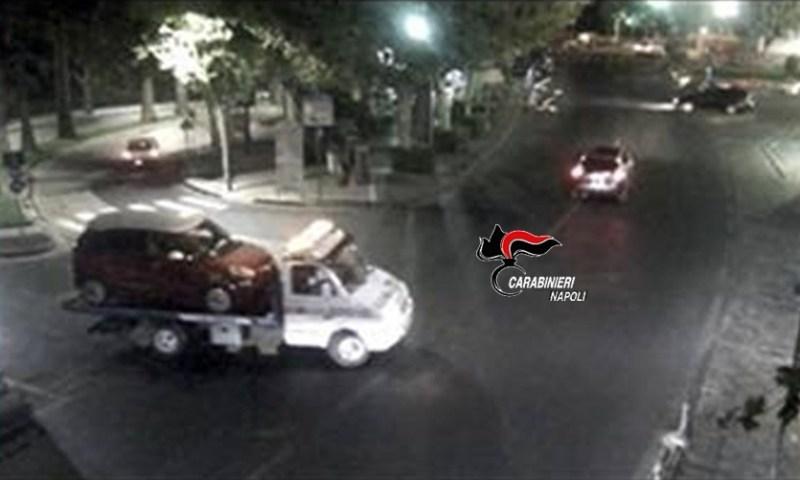 NAPOLI: Ruba un' auto e chiede al carro attrezzi di portargliela fin sotto casa: arrestato