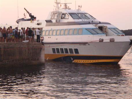 MILAZZO: Passeggero aliscafo cade in mare e muore