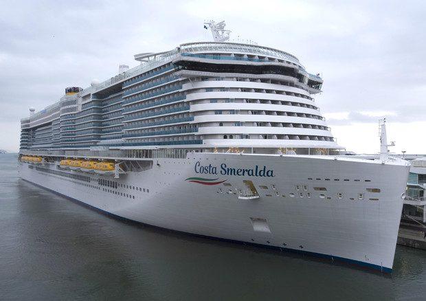 Coronavirus, nave da crociera fermata a Civitavecchia: due casi sospetti