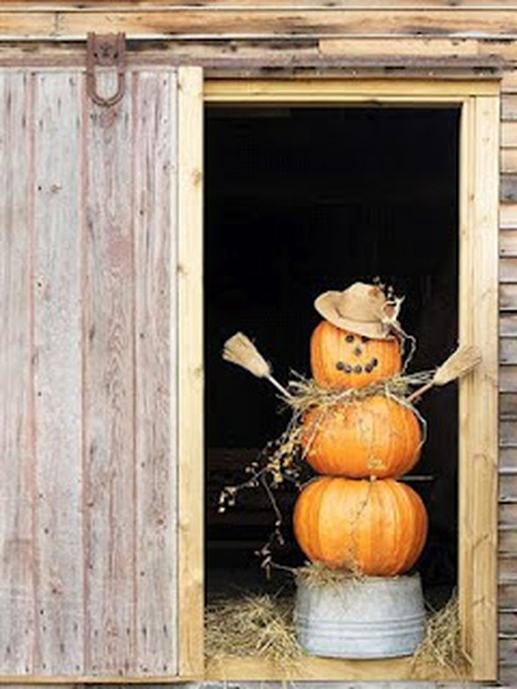 Easy But Inspiring Outdoor Fall Decoration Ideas 08