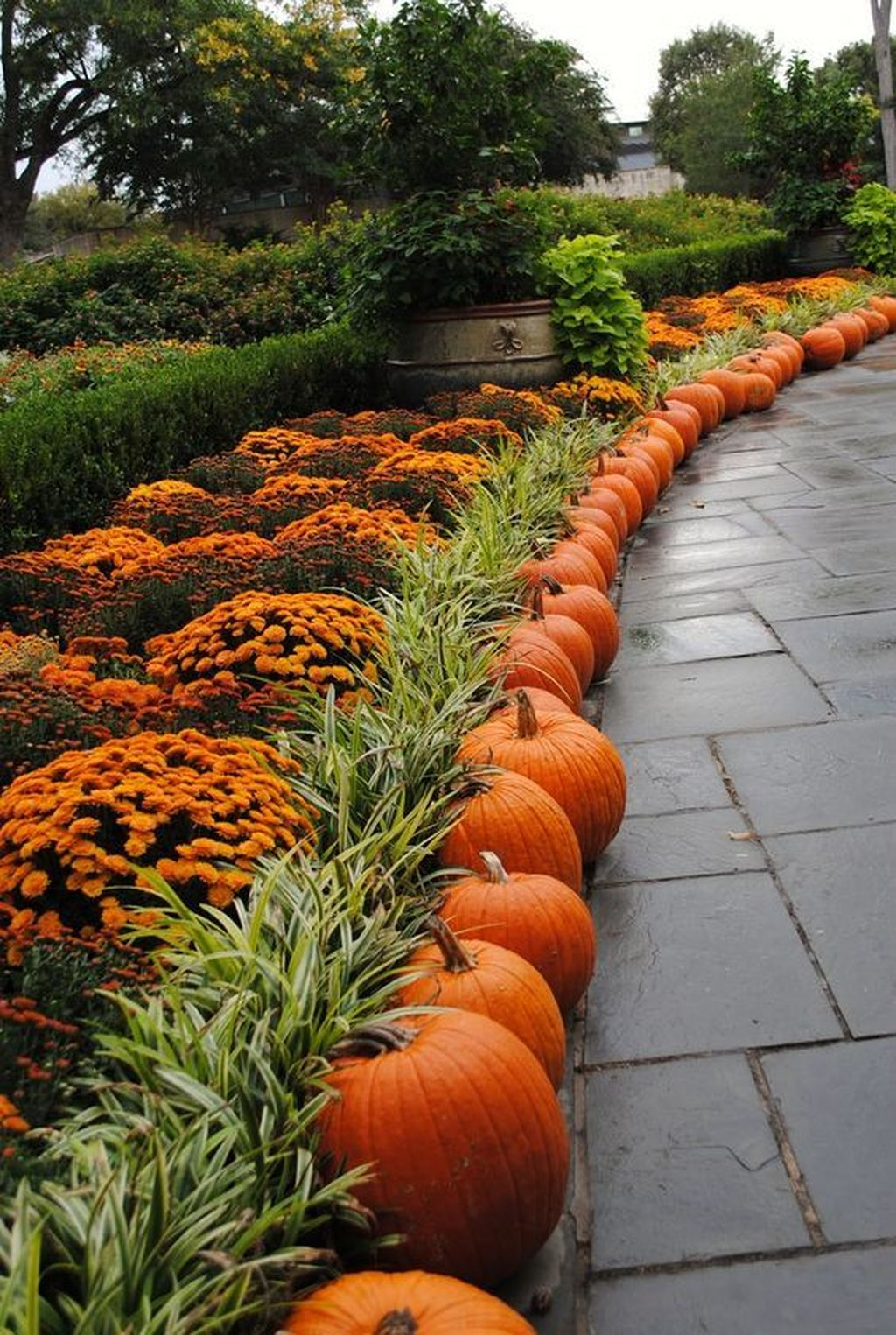 Easy But Inspiring Outdoor Fall Decoration Ideas 13