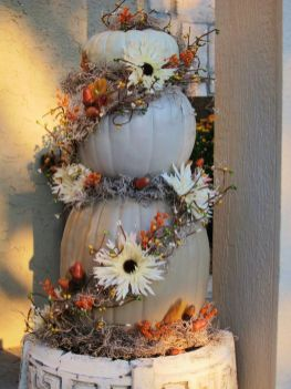 Easy But Inspiring Outdoor Fall Decoration Ideas 83