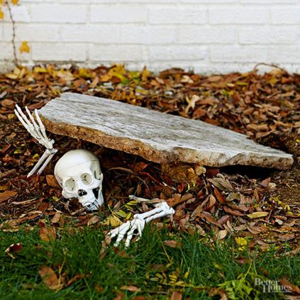 Scary Front Yard Halloween Decoration Ideas 01
