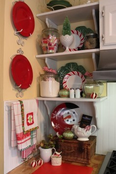 Beautiful Red Themed Kitchen Design Ideas For Christmas 27