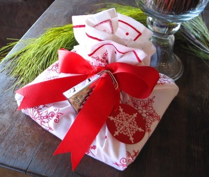 Beautiful Red Themed Kitchen Design Ideas For Christmas 41