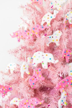 Cute And Adorable Pink Christmas Tree Decoration Ideas 09