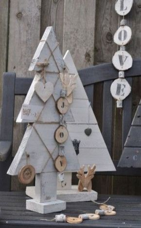 Easy And Creative DIY Christmas Tree Design Ideas You Can Try As Alternatives 35