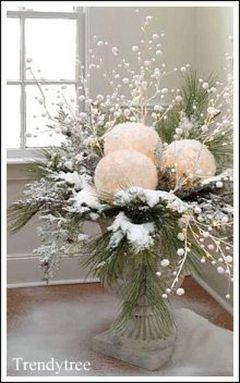 Elegant White Vintage Christmas Decoration Ideas 23