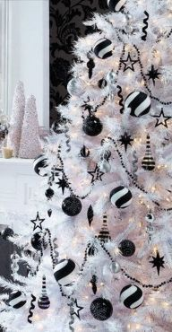 Elegant White Vintage Christmas Decoration Ideas 37