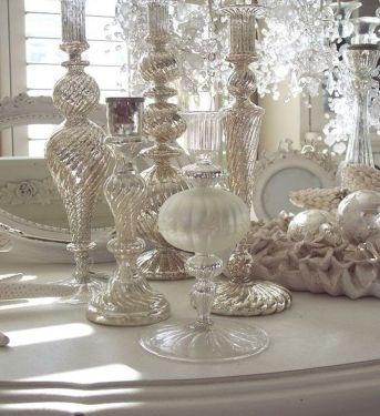 Elegant White Vintage Christmas Decoration Ideas 64