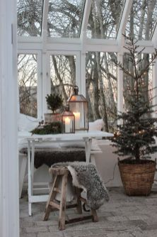 Elegant White Vintage Christmas Decoration Ideas 75